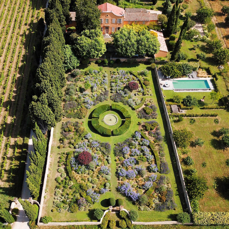 Le Pavillon de Galon - The Grand Garden seen from the sunny sky